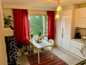 Renting out: Bright room in a 5 bed-room apartment in Mellunmäki, Helsinki.