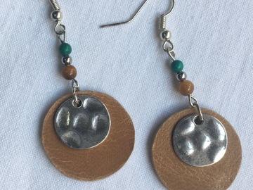 Vente au détail: Boucles d'oreilles rond de cuir et métal
