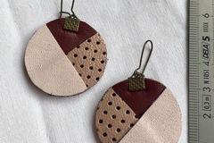 Vente au détail: Boucles d'oreilles cuir