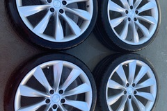 "Selling: TESLA MODEL S 21"" rims with used tires"