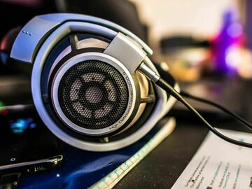 Hosted Audition for Hourly Fee : SAMPLE LISTING: audiophile headphones - what's the fuss?