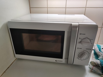 Myydään: Fully working microwave