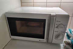 Selling: Fully working microwave