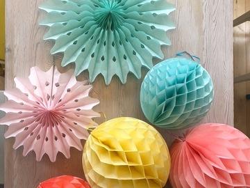 Ilmoitus: Paperiviuhkoja ja hunajakennopalloja
