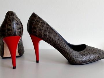 Selling: Spectacular croc heels
