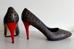 Selling: Spectacular croc heels