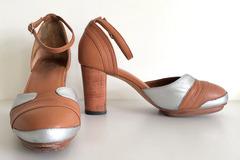 Selling: Fab tan heels