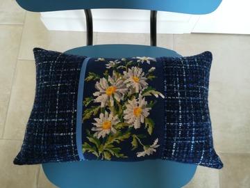 """Vente au détail: Coussin """"Marguerites"""", design mixant canevas et tissu recyclés"""