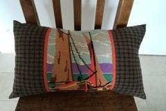 """Vente au détail: Coussin """"Bateaux"""", design mixant canevas et lainage écossais recy"""