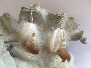 Sale retail: Double plume et howlite