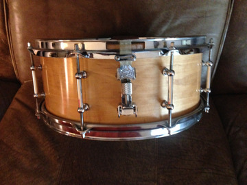 "Selling with online payment: Drummers Dream custom snare, maple shell, 5"" X 14"""