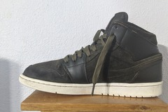 Selling with online payment: Jordan 1 mid Sequoia