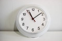 Selling: Moving out sale - Electrical Clock