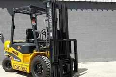 En alquiler: Autoelevador de 2.5 toneladas Diesel