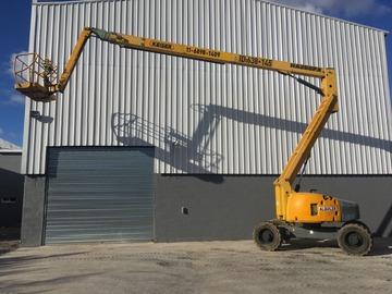 En alquiler: Plataforma Articulada Todo Terreno Diesel de 26 metros