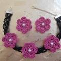 Vente au détail: choker noir fleur en dentelle au crochet, boucles d'oreilles