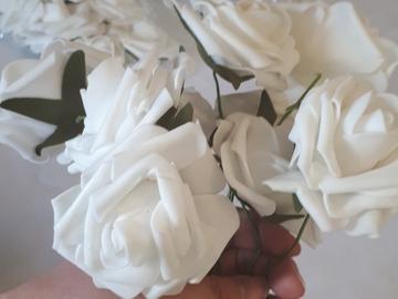 Ilmoitus: Valkoiset ruusut