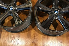 Selling: OEM BMW 21 inch Staggered wheels. Style 128