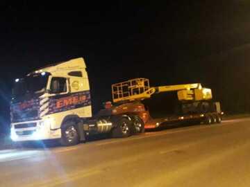 En alquiler: Transportes de Maquinas Viales, Agricolas e Industriales