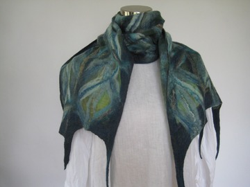 Selling with online payment: NUNO Felt scarf green