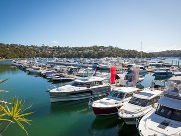 Rent By The Day (Calendar availability option): 11m Berth The Spit d'Albora Marinas