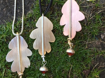 Selling with online payment: Oak Leaf Pendant/Pin