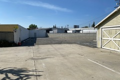 Monthly Rentals (Owner approval required): Los AngelesCA, Bell Gardens, Large Lot For Commercial Vans
