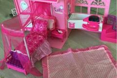 Selling without online payment: Portable Barbie House