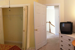 Renting Out with no Availability Calendar: Furnished Guest Room to Rent