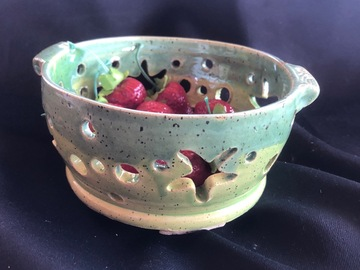 Selling with online payment: Pottery Berry Bowl