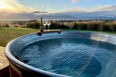 Book on LiveLocal or Other Platforms: Fiordland Eco-Retreat ☆ Hot Tub ☆ Panoramic Views ☆ 3 Bedrooms