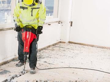 Renting out equipment (w/o operator): Hilti Demoliolition hammer`
