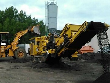 Renting out equipment (w/ operator): Keestrack Destroyer 1011