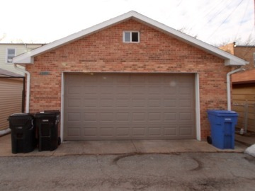 Monthly Rentals (Owner approval required): Chicago IL, Secure, Single Indoor Parking Space