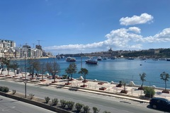 Rooms for rent: Room in Waterfront Luxury Apartment