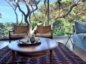 Book on LiveLocal or Other Platforms: Modern & Bright Pohutukawa Retreat in Piha: 5 mins to beach ❤️