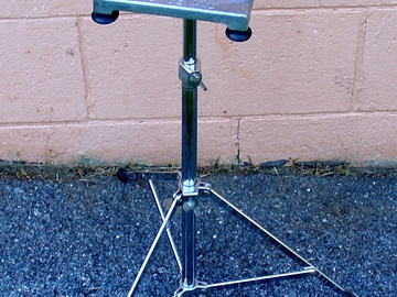 Selling with online payment: VIntage LUDWIG Practice pad with correct stand