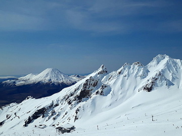 Book on LiveLocal or Other Platforms: Mānuka House ️❆ Mt Ruapehu Skiing Base ❆ Sleeps 12