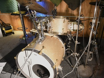 Selling with online payment: PROTOTYPE U S Custom Drums 5 Piece Patent Awarded Tuning GLITTER