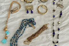 Compra Ahora: 100 pieces High End Designer Name Brand Jewelry- Chico's ,QVC ect