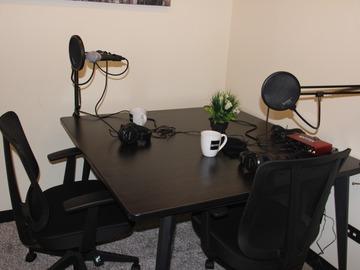 Rent Podcast Studio: Podcast recording