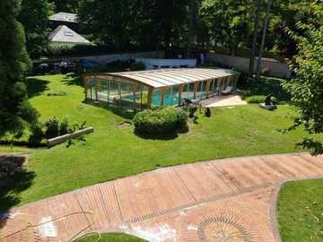 NOS JARDINS A LOUER: Jardin avec piscine dans le parc de la Malmaison