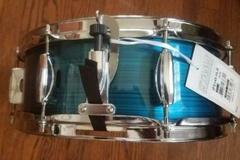 Selling with online payment: Tama Imperialstar (modern) snare drum NOS hairline blue