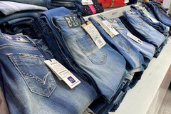 Buy Now: Lot of 20 ladies Jeans . Brand new with tags