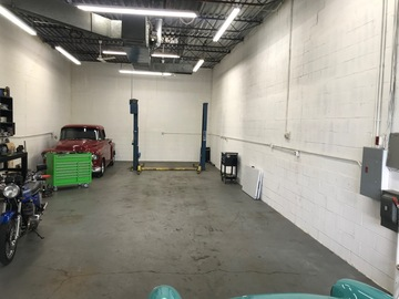 Hourly: Clean garage with lift