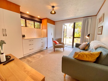 Book on LiveLocal or Other Platforms: Hamilton Way Apartment, Arrowtown, 1-2 guests