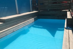 NOS JARDINS A LOUER: Jardin familial terrasse, piscine chauffée, table, balançoire