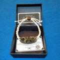 Vente au détail: bracelet en corail et résine noire