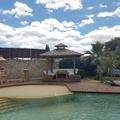 NOS JARDINS A LOUER: Jardin caraïbe avec grande piscine et paillote bambou
