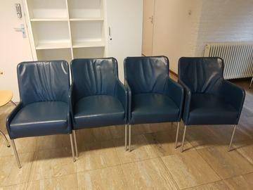 Artikel aangeboden: 4 blauwe leren stoelen
